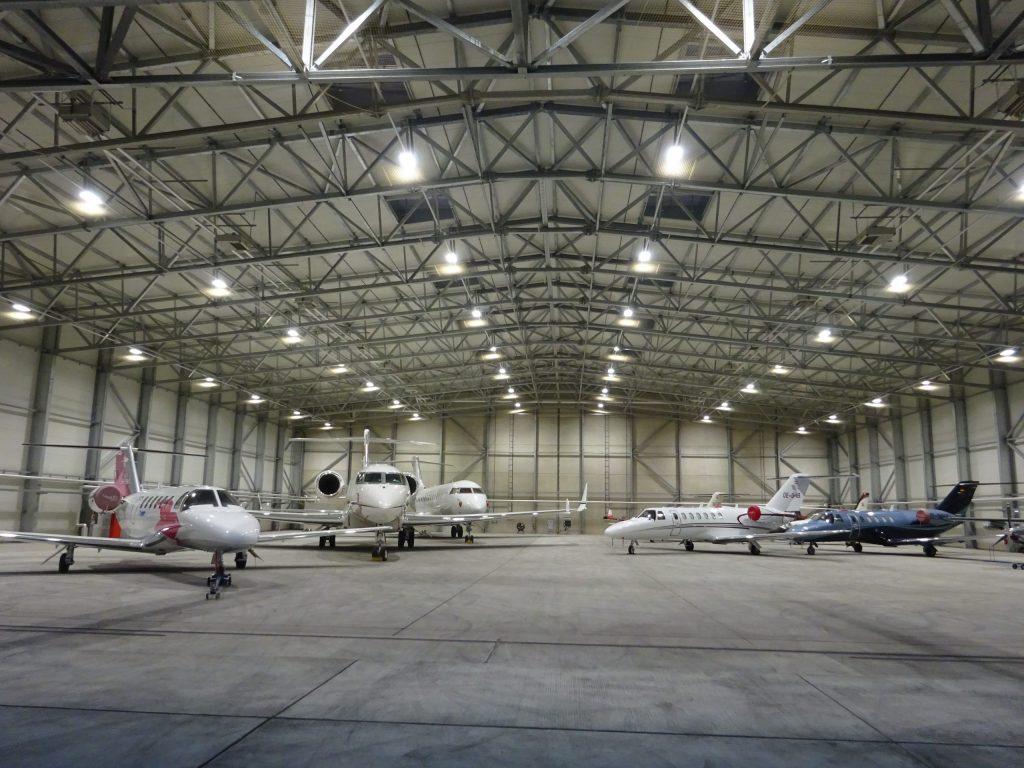 etalski hangar za garažiranje poslovnih letal