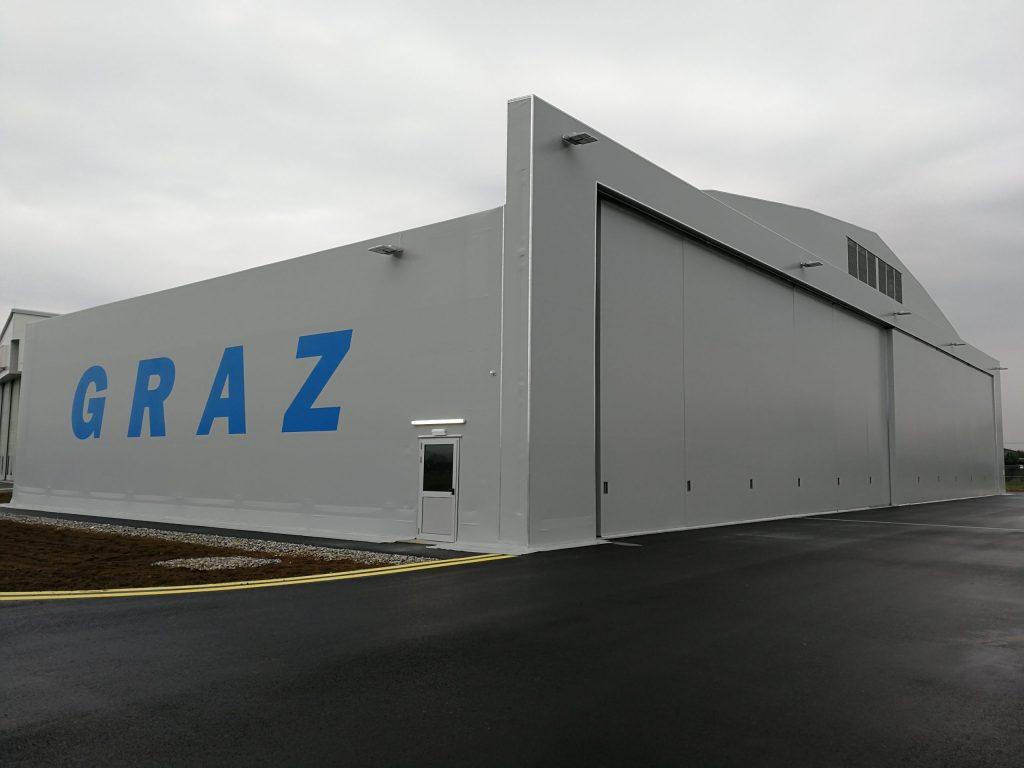 aircraft hangar for garaging